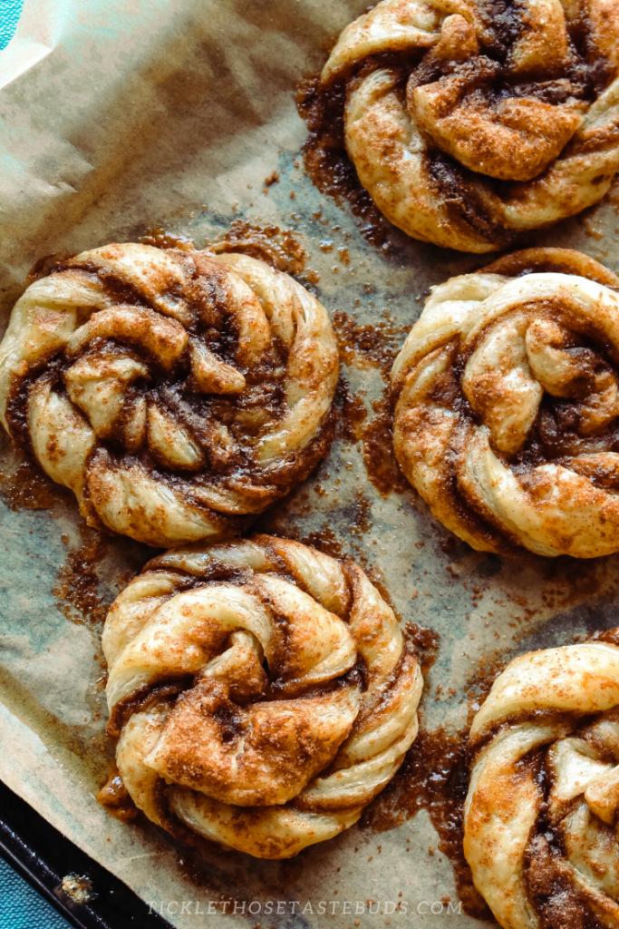 Cinnamon-Roll-Knots-Tray